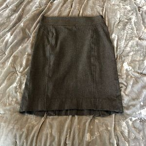 EUC banana republic grey pencil skirt - 00P